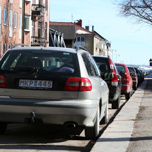 Fullt med parkerade bilar