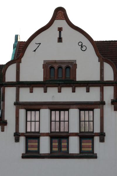 Tre uppsättningar om tre fönster