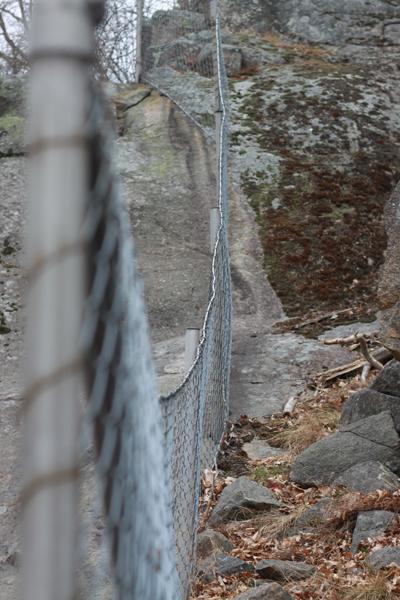 230. På fel sida staketet